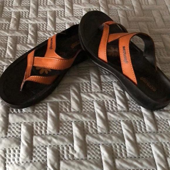 d3f23e44c2b5 aerosoft Shoes - Women s aero soft sandals size 8  38